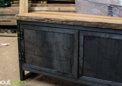 houtvision-sloophout-maatwerk-meubelen-op-maat-kast-dressoir-tv-meubel-stalen-deuren-deurtjes-staal-industrieel-blauwstaal-warmgewalst-2