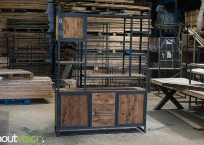 houtvision-sloophout-maatwerk-meubelen-op-maat-kast-vakkenkast-industrieel-plato-hout-staal-hoekprofiel-lade-deurtjes-2
