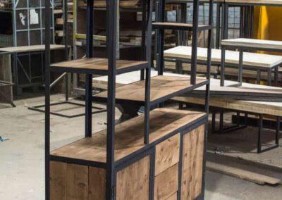 houtvision-sloophout-maatwerk-meubelen-op-maat-kast-vakkenkast-industrieel-plato-hout-staal-hoekprofiel-lade-deurtjes-3
