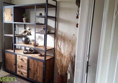 houtvision-sloophout-maatwerk-meubelen-op-maat-kast-vakkenkast-industrieel-plato-hout-staal-hoekprofiel-lade-deurtjes-4