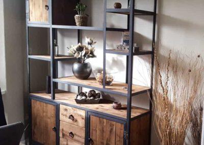 houtvision-sloophout-maatwerk-meubelen-op-maat-kast-vakkenkast-industriele-plato-hout-staal-hoekprofiel-lade-deurtjes-productafbeelding