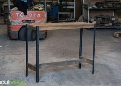 houtvision-sloophout-maatwerk-meubelen-op-maat-plato-hout-hoekprofiel-sidetable-roodbruin-staal-zwart-industrieel-budget-2
