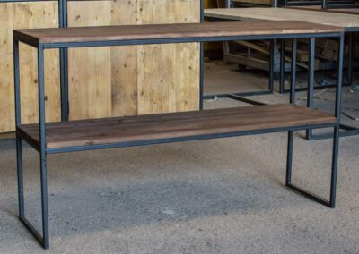houtvision-sloophout-maatwerk-meubelen-op-maat-plato-hout-roodbruin-2-laags-sidetable-duurzaam-open-staal-stalen-frame-onderstel-pa
