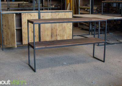 houtvision-sloophout-maatwerk-meubelen-op-maat-plato-hout-roodbruin-2-laags-sidetable-kast-open-staal-stalen-frame-onderstel