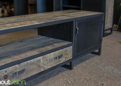 houtvision-sloophout-maatwerk-meubelen-op-maat-tv-meubel-industrieel-stalen-deuren-laden-xl-frame-blauwstaal-plaat-industrie-hout-1