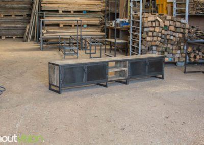 houtvision-sloophout-maatwerk-meubelen-op-maat-tvmeubel-tv-meubel-industrieel-stalen-deuren-frame-blauwstaal-plaat-industrie-hout-3