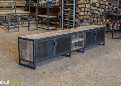 houtvision-sloophout-maatwerk-meubelen-op-maat-tvmeubel-tv-meubel-industrieel-stalen-deuren-frame-blauwstaal-plaat-industrie-hout-4
