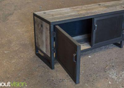 houtvision-sloophout-maatwerk-meubelen-op-maat-tvmeubel-tv-meubel-industrieel-stalen-deuren-frame-blauwstaal-plaat-industrie-hout-6