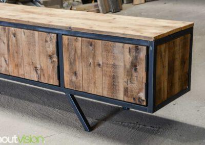 houtvision-sloophout-maatwerk-meubelen-plato-rood-gebruikt-hout-tvmeubel-staal-schuine-poten-industieel-5