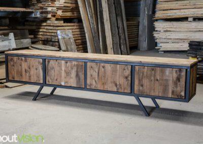 houtvision-sloophout-maatwerk-meubelen-plato-rood-gebruikt-hout-tvmeubel-staal-schuine-poten-industieel-staal-retro-vintage-mangohout-1