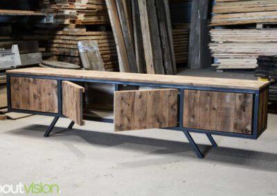 houtvision-sloophout-maatwerk-meubelen-plato-rood-gebruikt-hout-tvmeubel-staal-schuine-poten-industieel-staal-retro-vintage-mangohout-3