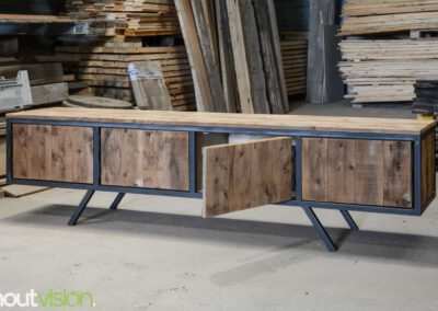 houtvision-sloophout-maatwerk-meubelen-plato-rood-gebruikt-hout-tvmeubel-staal-schuine-poten-industieel-staal-retro-vintage-mangohout-4