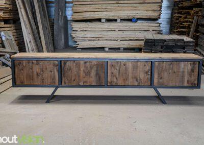 houtvision-sloophout-maatwerk-meubelen-plato-rood-gebruikt-hout-tvmeubel-staal-schuine-poten-industieel-staal-retro-vintage-mangohout-5