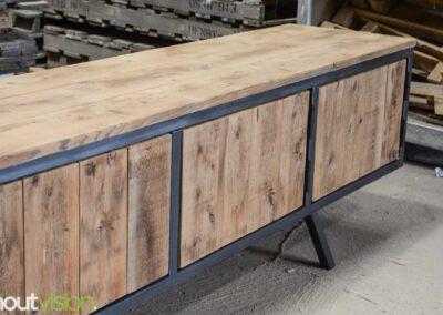 houtvision-sloophout-maatwerk-meubelen-plato-rood-gebruikt-hout-tvmeubel-staal-schuine-poten-industieel-staal-retro-vintage-mangohout-7