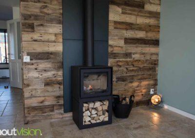 houtvision-sloophout-maatwerk-meubelen-wandbekleding-muur-wand-verkoop-losse-planken-ontspijkerde-pallet-haard-woonkamer