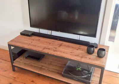 houtvision-sloophout-maatwerk-meubels-kast-tv-meubel-tafel-staal-staal-5x5-plato-roodbruin-robuust-duurzaam-19
