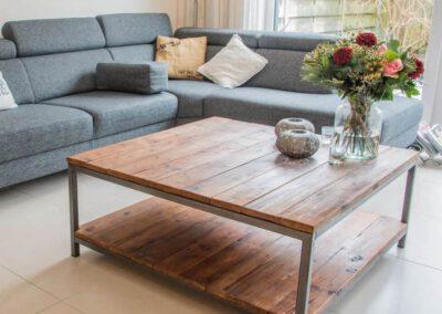 houtvision-sloophout-maatwerk-salontafel-plato-hout-duurzaam-mangohout-vlamtekeningen-noesten-roodbruin-staal-pa