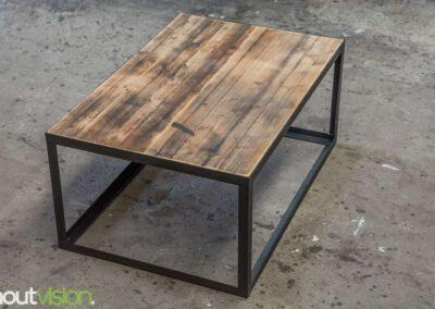 houtvision-sloophout-maatwerk-salontafel-tafel-staal-stalen-hoekprofiel-oude-kaasplanken-slank-modern-industrieel-1