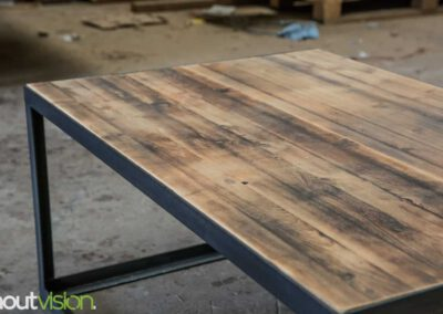 houtvision-sloophout-maatwerk-salontafel-tafel-staal-stalen-hoekprofiel-oude-kaasplanken-slank-modern-industrieel-3