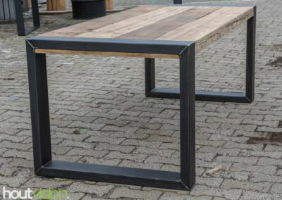 houtvision-sloophout-maatwerk-tafels-industrieel-eettafel-gebruikt-hout-balken-oude-kaaspakhuis-stalen-staal-onderframe-onderstel-tafelpoot-frame-dichte