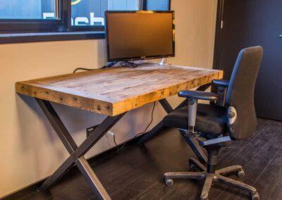 houtvision-sloophout-maatwerk-winkel-kantoor-pallethout-bartafel-balken-indsutrieel-staal-5x5-bureau-op-maat-pa