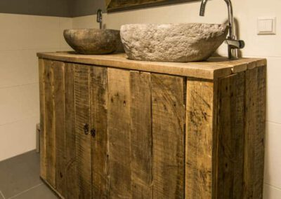 houtvision-sloophout-matwerk-meubelen-kast-badkamermeubel-badkamerkast-dubbele-waskom-wasbak-staal-oud-gebruikt-hout-1