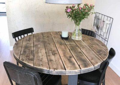 houtvision-sloophout-meubelen-maatwerk-balkenhout-baddinghout-staal-kruis-tafelonderstel-rond-eettafel-tafel-6