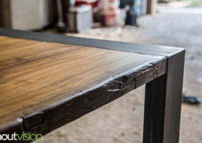 houtvision-sloophout-meubelen-op-maat-maatwerk-meerpalen-planken-eettafel-tafel-staal-5-12-hardhout-groenhart-tropisch