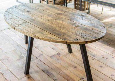 houtvision-sloophout-ovaal-tafel-industrieel-productafbeelding
