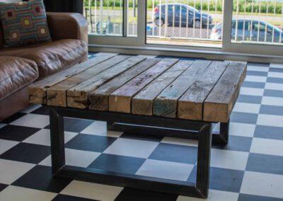 houtvision-sloophout-salontafel-industrieel-staal-balken