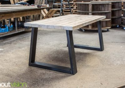 houtvision-sloophout-steigerhout-tafel-eettafel-staal-5x12-balkenhout-baddinghout-trapezium-2