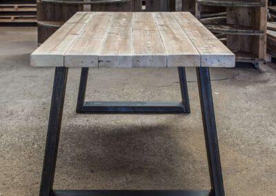 houtvision-sloophout-steigerhout-tafel-eettafel-staal-5x12-balkenhout-baddinghout-trapezium-3