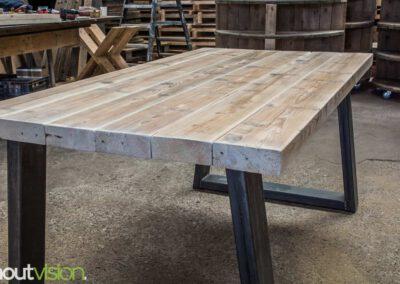 houtvision-sloophout-steigerhout-tafel-eettafel-staal-5x12-balkenhout-baddinghout-trapezium-4