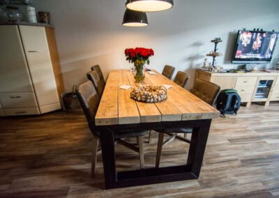 houtvision-sloophout-tafel-industrieel-staal-oude-balken-1