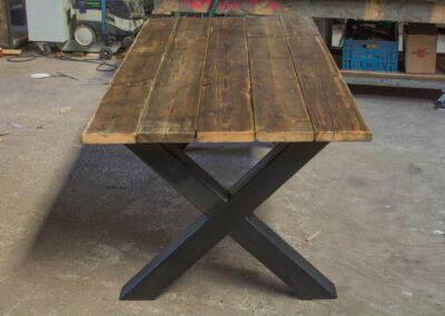 houtvision-sloophout-tafel-industrieel-x-poot-gebruikt