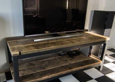 houtvision-sloophout-tv-meubel-tribune-hout-op-staal-maatwerk-industrieel-frame-onderstel-steigerhout