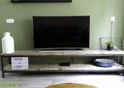houtvision-sloophout-tv-meubel-tribune-hout-op-staal-maatwerk-industrieel-frame-onderstel-steigerhout-6