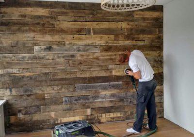 sloophout-houtvision-industriehout-slaapkamer-muur-doe-het-zelf-schuren