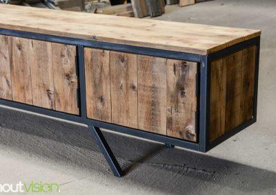 houtvision-sloophout-maatwerk-meubelen-plato-rood-gebruikt-hout-tvmeubel-staal-schuine-poten-industieel-staal-retro-vintage-mangohout-6