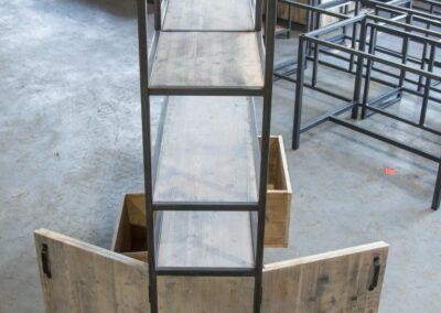 Houtvision-maatwerk-sloophout-industriële-meubelen-op-maat-gebruikt-hout-staal-kast-jeff-vaken-roomdivider-lichte-oude-kaasplanken (1)
