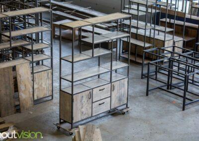 Houtvision-maatwerk-sloophout-industriële-meubelen-op-maat-gebruikt-hout-staal-kast-jeff-vaken-roomdivider-lichte-oude-kaasplanken (2)