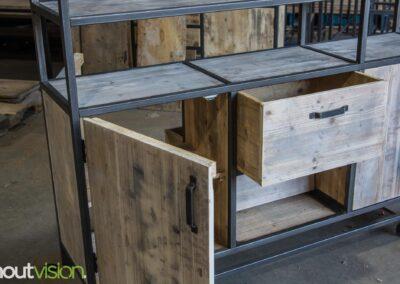 Houtvision-maatwerk-sloophout-industriële-meubelen-op-maat-gebruikt-hout-staal-kast-jeff-vaken-roomdivider-lichte-oude-kaasplanken (3)