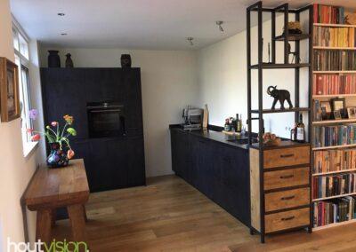 Houtvision-meubels-op-maat-hout-staal-maatwerk-sloophout-keuken-kast-laden-vakken-roomdivider (1)